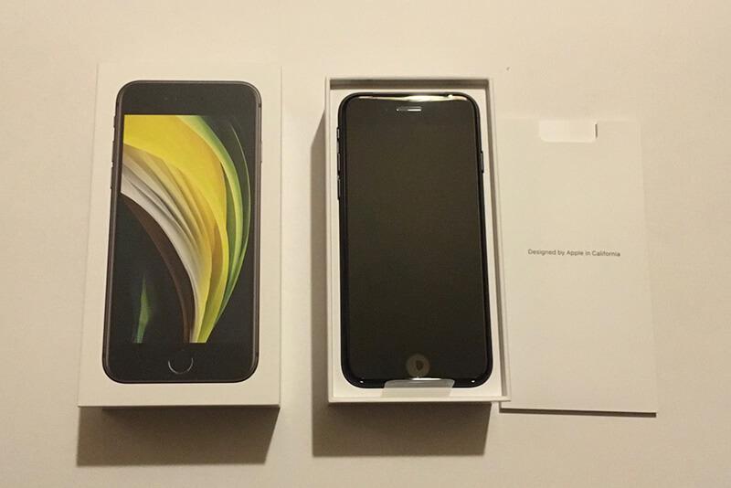 新型iPhone SEの同梱物